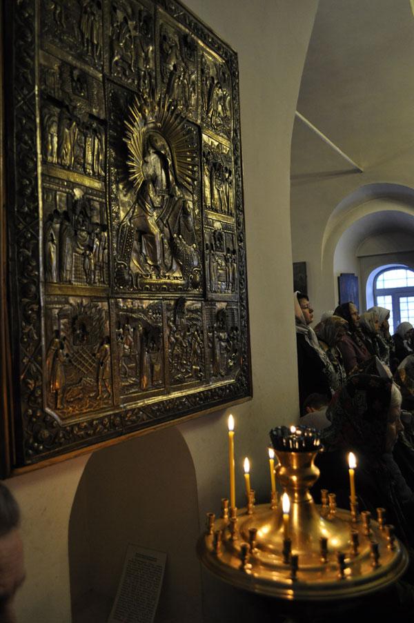 Фото иконы в храме