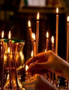 Свечи перед иконой, фото